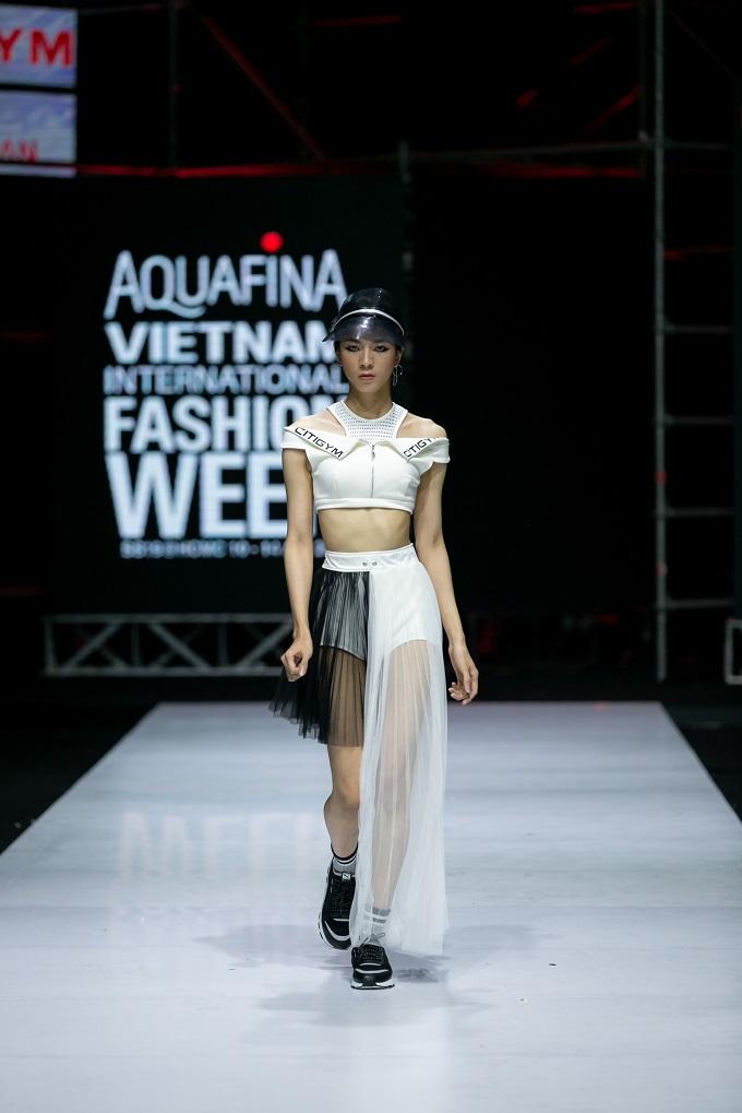 Khép lại mùa thứ 9 với nhiều cảm xúc, Aquafina Vietnam International Fashion Week sẽ quay trở lại vào mùa Thu Đông được tổ chức vào tháng 10 tại thủ đô Hà Nội. Với những thành côngđạt được, khán giả yêu thời trang có quyền kỳ vọng và chờ đợi một mùa thời trang mới bùng nổ tại Hà Thành.