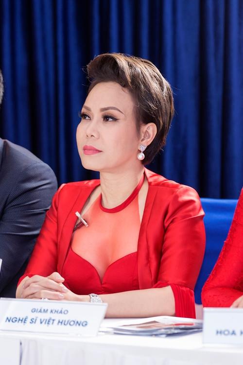 Việt Hương kỳ vọng các bạn trẻ sẽ có khởi đầu mới nhờ những suất thẩm mỹ miễn phí.