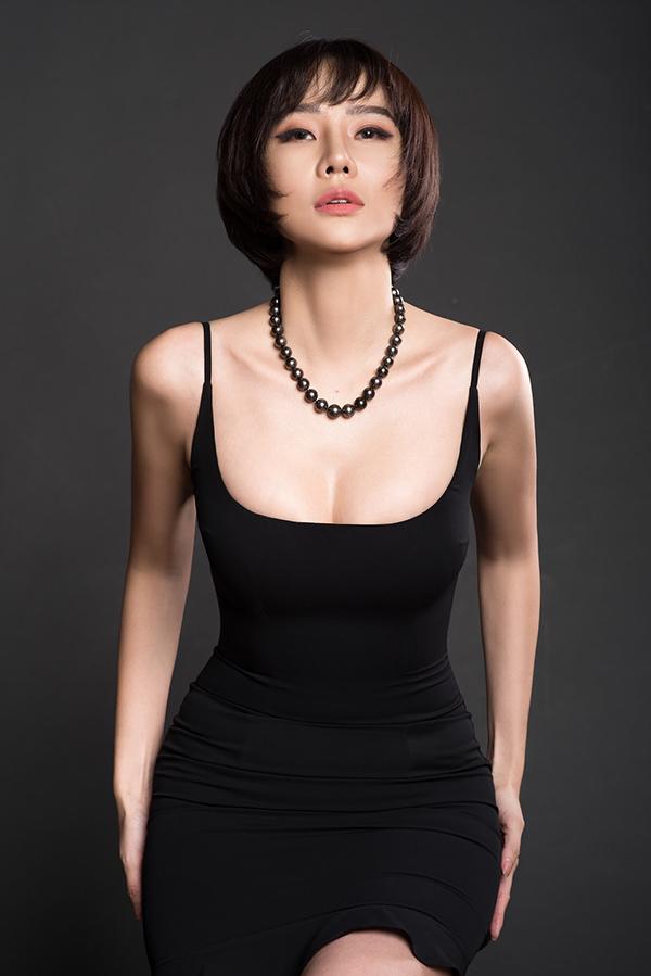 Khi được hỏi về chuyện tình cảm, Dương Yến Ngọc chỉ cười và nói: Tôi yêu vào thì chỉ lo chơi chứ không lo làm. Cựu người mẫu hiện tập trung cho công việc, xác định khi nào duyên tới sẽ đón nhận chứ không chủ động kiếm tìm.