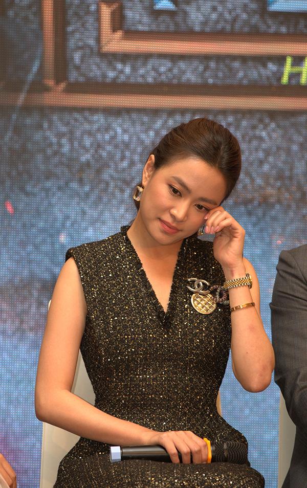 Nữ diễn viên không kìm được nước mắt trong ngày chính thức trở lại với tư cách diễn viên truyền hình. Cô muốn nói lời cảm ơn tất cả những người đã ủng hộ và theo dõi con đường của mình. Ảnh: VFC