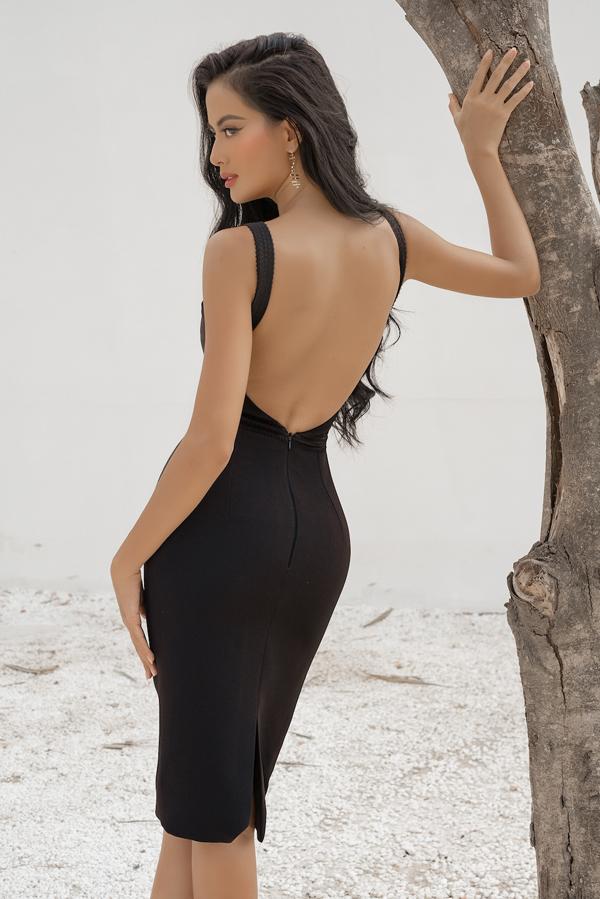 Thân hình đồng hồ cát của phái đẹp trở nên cuốn hút hơn với các thiết kế váy bó sát và cut-out mảng lớn phía sau lưng.