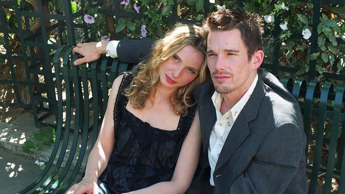 Julie Delpy (trái) và Ethan Hawke đóng chính trong Before Sunset.