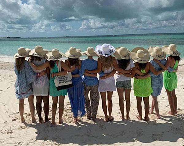 10 người đẹp tung tăng vui chơi ở Bahamas mừng Wozniacki sắp kết hôn.