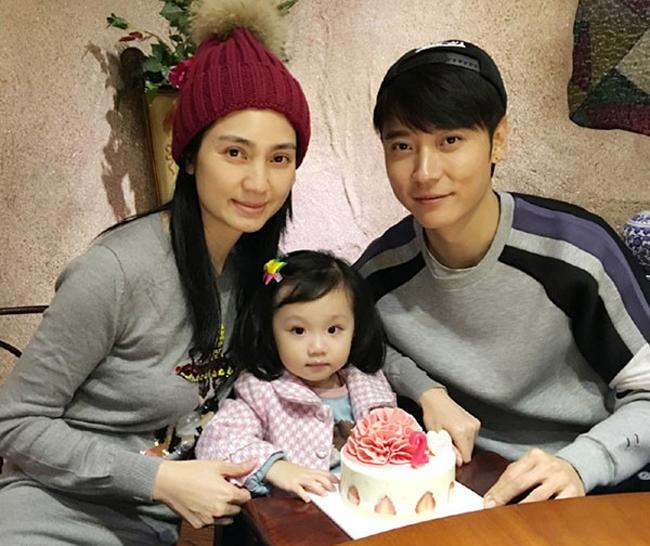 Hồng Hân và Trương Đan Phong cùng con gái.