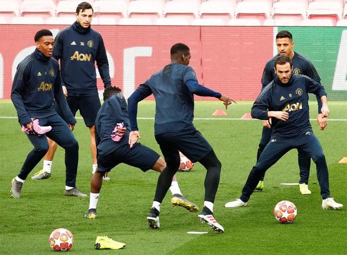 Anthony Martial, Matteo Darmian, Paul Pogba, Juan Mata và Alexis Sanchez