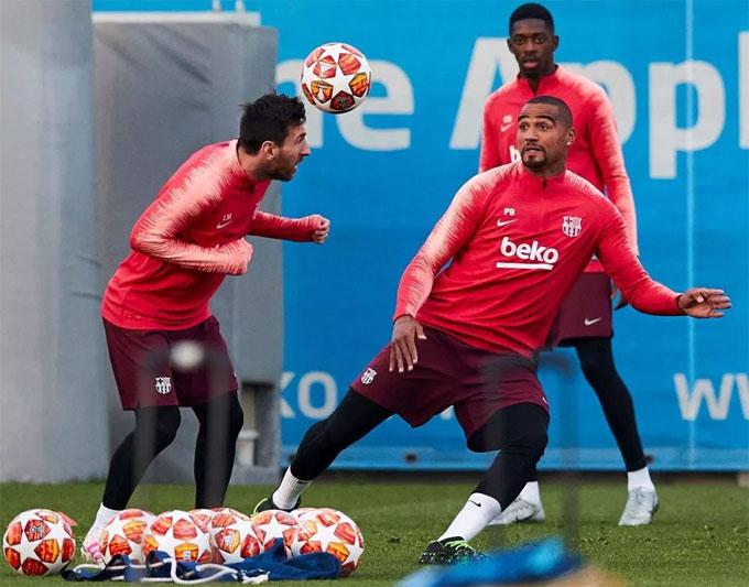 Messi, Dembele và Kevin Boateng tập luyện trước trận lượt về tứ kết Champions League với MU trên sân nhà.