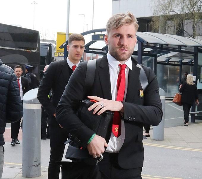 Luke Shaw cũng theo đồng đội sang Tây Ban Nha dù không được ra sân trong trận đấu sáng 17/4 vì đã nhận hai thẻ vàng.
