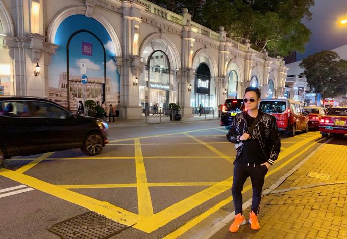 [Caption] Cuối cùng nam ca sĩ hy vọng những dự án sắp tới sẽ thành công hơn nữa để có thể có thời gian và điều kiện du lịch, trải nghiệm nhiều địa điểm mới. Là một nghệ sĩ, Nhật Tinh Anh cũng tin rằng việc du lịch nhiều sẽ giúp anh có thêm nhiều cảm hứng để sáng tạo trong nghệ thuật, âm nhạc. Anh cũng đang lên kế hoạch cho việc mở một kênh Trải nghiệm du lịch cùng Nhật Tinh Anh trong tương lai để người hâm mộ có thể cùng anh thỏa chí xê dịch.