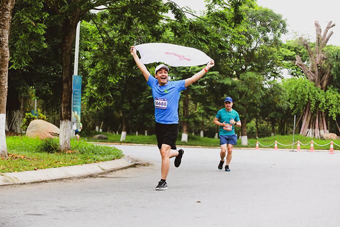 MC Phan Anh chia sẻ: Đây là hoạt động tuyệt vời dành cho gia đình, lan tỏa tinh thần thể thao, truyền cảm hứng sống khỏe, lành mạnh tới cộng đồng. Giải Ecopark Marathon được tổ chức chuyên nghiệp với cung đường chạy lý tưởng và đẹp nhất Vịnh Bắc Bộ, chắc chắn cả gia đình Phan Anh sẽ tiếp tục đăng ký tham gia EPM năm tới.