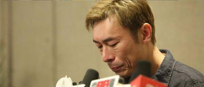 Chí An khóc vì hổ thẹn.