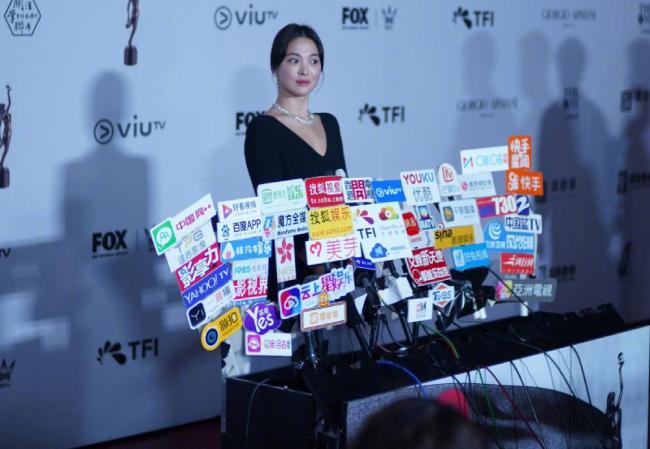 Song Hye Kyo kín cổng cao tường về Hàn Quốc - 7