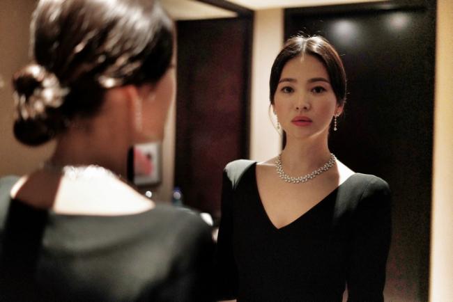 Song Hye Kyo kín cổng cao tường về Hàn Quốc - 11
