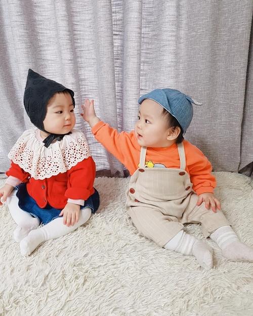 Cặp song sinh Soong Woo và Song Ah.