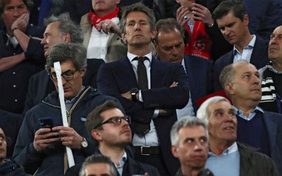 Cựu thủ môn MU, Van der Sar, cũng có mặt trên khán đài xem trận tứ kết lượt về giữa Juventus và Ajax. Huyền thoại người Hà Lan hiện là giám đốc điều hành của Ajax.