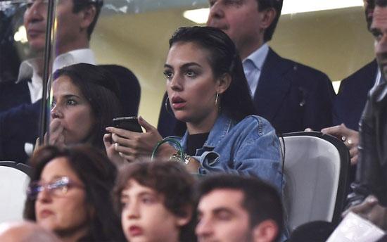 Người đẹp 25 tuổi ngỡ ngàng khi Juventus thất bại.