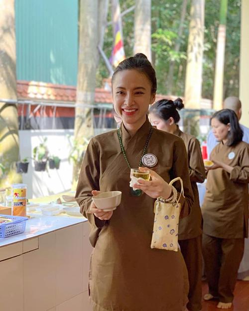 Angela Phương Trinh tham gia khóa tu ở Củ Chi.