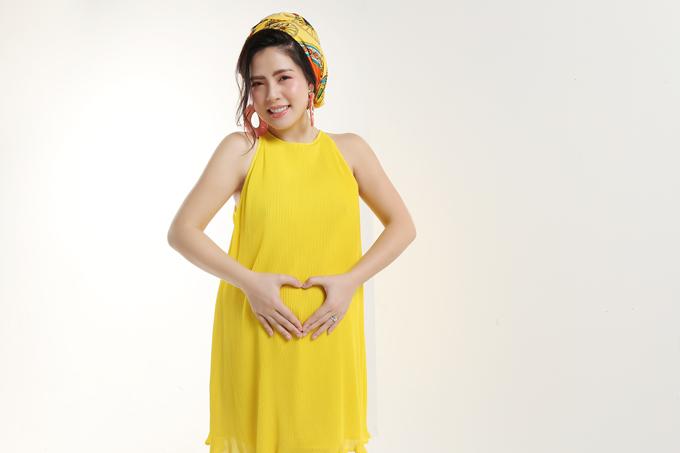 Việc tăng cân do mang thai cũng không khiến Ngọc Hiền tự ti, ngược lại cô thấy mình trở nên đằm thắm hơn.