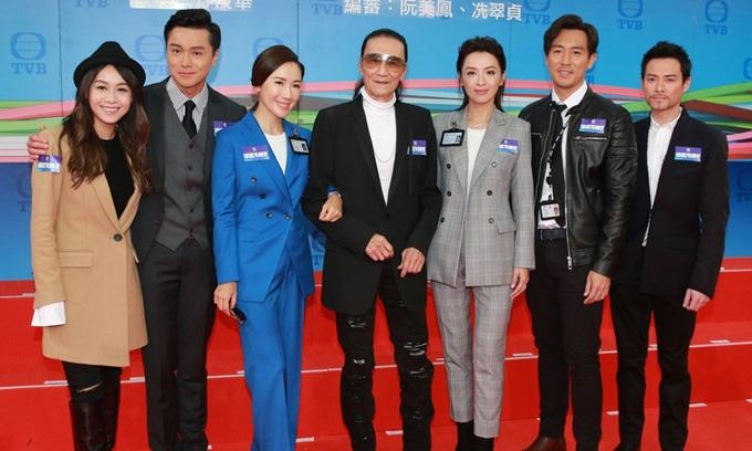 Hoàng Tâm Dĩnh (ngoài cùng bên trái) cùng dàn diễn viên Bằng chứng thép 4 ra mắt tạo hình nhân vật hồi năm ngoái.