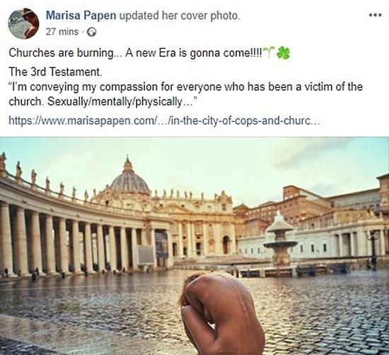 Marisa đăng ảnh khỏa thân chụp ở tòa thánh Vatican hồi tháng 1, khiến cô bị cảnh sát sờ gáy, để ăn mừng vụ hỏa hoạn nhà thờ Đức Bà Paris tối 15/4. Ảnh: Facebook.