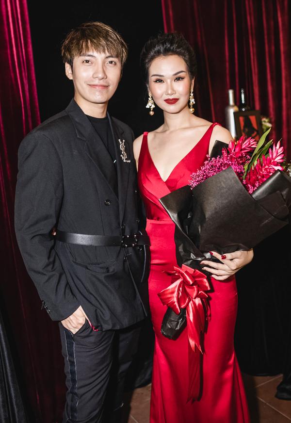 Stylist Kye Nguyễn là người giúp chăm chút hình ảnh cho Võ Hạ Trâm trong MV.