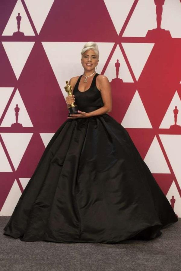 Lady Gaga giành giải Ca khúc nhạc phim hay nhất tại Oscar 2018.