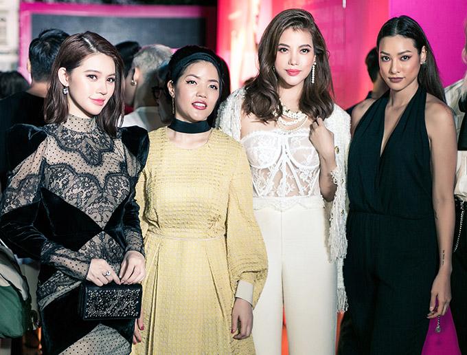 Jolie Nguyễn hội ngộ đàn chị Trương Ngọc Ánh, chân dài Lilly Nguyễn (ngoài cùng bên phải) trong chương trình này.
