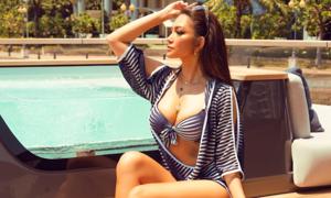NTK Trisha Vũ diện bikini khoe vóc dáng trên du thuyền