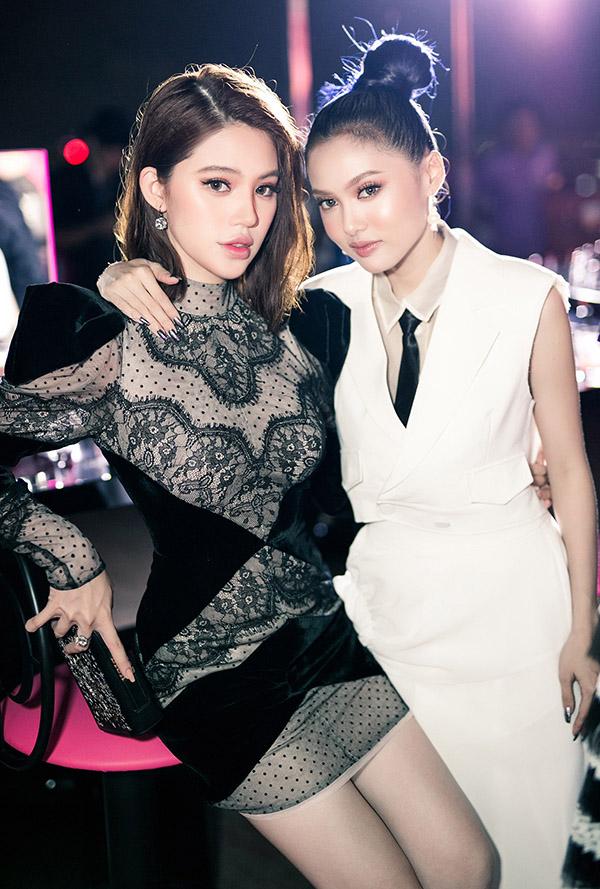 Chân dài Fung La mặc trang phục kín đáo đọ sắc với Jolie Nguyễn.