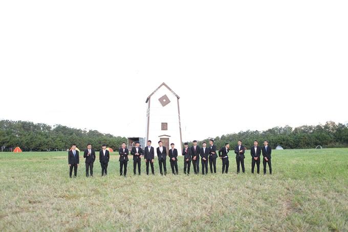 Đoàn phim dựng cối xay gió để ghi hình duy nhất một cảnh mở đầu.