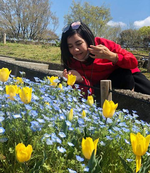 Cát Phượng tâm sự, rất nhiều lần nữ diễn viên muốn đi Nhật du lịch nhưng hễ có dự định thì lại bận công việc, 2 năm qua vẫn chưa thực hiện được. Tình cờ, hai người nhận được lời mời đến Osaka biểu diễn nhân sự kiện của hội người Việt ở Nhật. Đây cũng là lần đầu tiên Cát Phượng và Kiều Minh Tuấn đến Nhật vào mùa xuân và ngắm hoa anh đào nở.