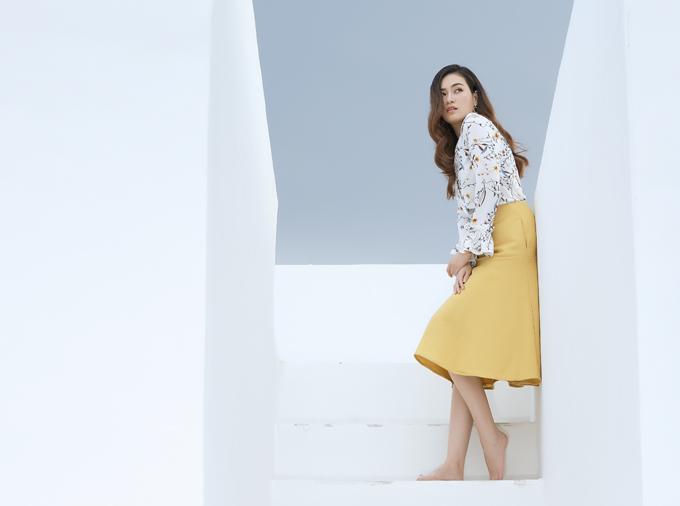 Người đẹp 9X không quá kén chọn xuất xứ, thương hiệu thời trang mà thường chọn váy áo phù hợp vóc dáng, tạo cảm giác thoải mái cho mình khi mặc.