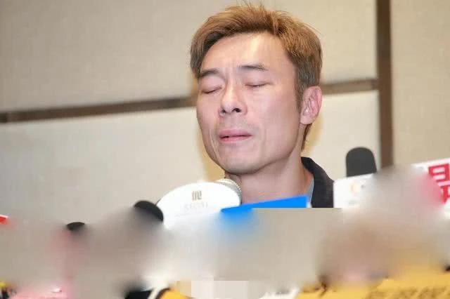 Hứa Chí An tổ chức họp báo, xin lỗi vì rượu say nên không làm chủ mình.