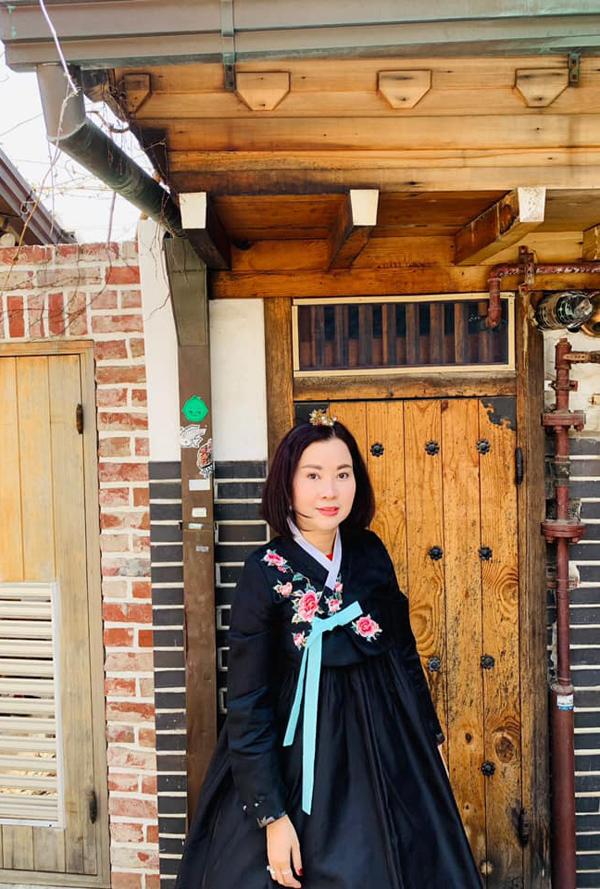Từ khi Huyền Myđoạt danh hiệu Á hậu Việt Nam 2014, mẹ cô dừng hẳn công việc kinh doanh spa để làm quản lý cho con gái.