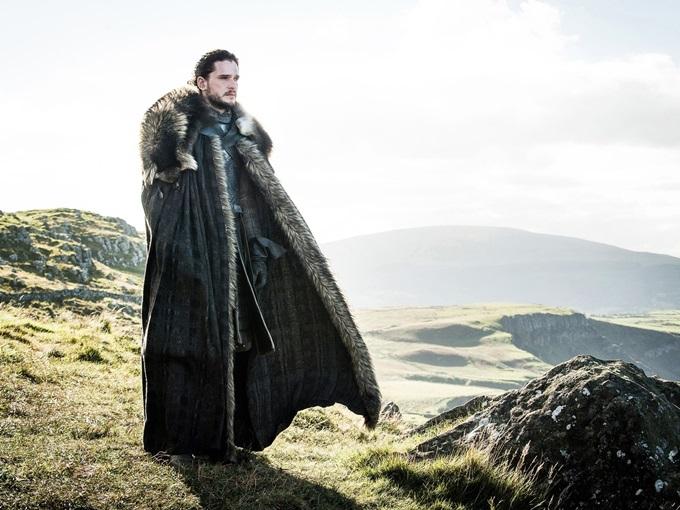 Kit Harington mang đồ nặng khi đóng Jon Snow.