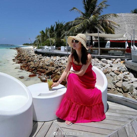 Lâm Tâm Như khoe loạt ảnh cô nghỉ tại Maldives hôm 17/4. Một nguồn tin cho hay chuyến đi của người đẹp phục vụ cho việc chụp hình tạp chí.