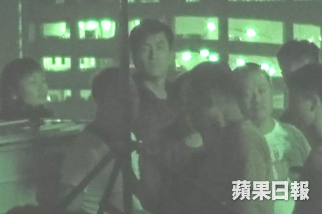 Mã Quốc Minh ngày 17/4 tại phim trường, thái độ chuyên nghiệp với công việc bất chấp ồn ào đời tư của anh khiến nhiều người khen ngợi.