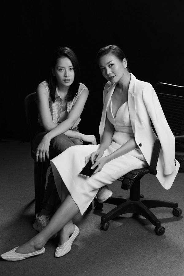 Thanh Hằng (phải) và Chi Pu trên trường quay Chị chị em em.