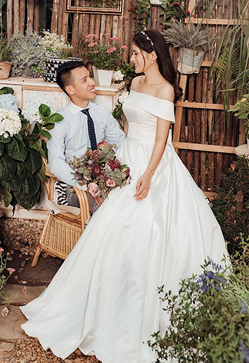 Để chuẩn bị cho hôn lễ, uyên ương đã chụp ảnh cưới ở Hà Nội.