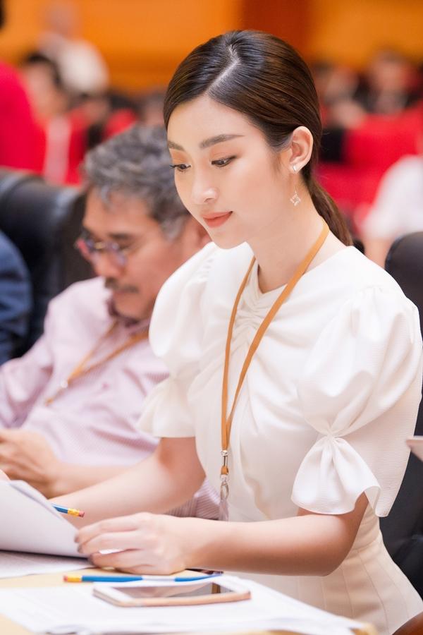 Với kinh nghiệm bản thân, Mỹ Linh được chọn làm đại sứ và ban giám khảo cuộc thi.