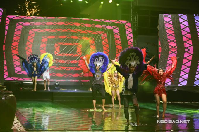 Trước đó, đông đảo nghệ sĩ như: Đàm Vĩnh Hưng, Nhã Phương, Hải Dương, MC Trấn Thành, siêu mẫu Minh Tú... cùng thay đổi ảnh đại diện trang cá nhân để chúc mừng sinh nhật báo Ngoisao.net.