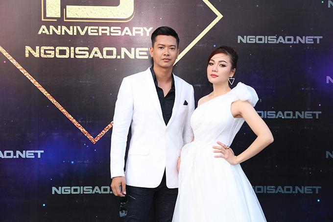 Hồ Đức Vĩnh và Thái Nhiên Phương là hai trong những nghệ sĩ có mặt sớm nhất tại bữa tiệc mừng báo Ngoisao.net tròn 15 tuổi.