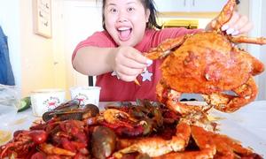 Nàng béo kiếm 100.000 USD trong 8 tháng nhờ ăn hàng tấn thức ăn