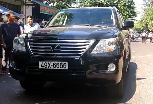 Tài xế xe Lexus đâm chết 4 người khiêng quan tài ở Bình Định bị bắt