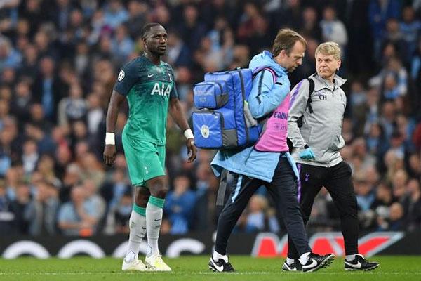 Sissoko bị thay ra ở cuối hiệp một do chấn thương.