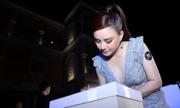Các sao mang quà đến tiệc của Ngôi Sao đấu giá làm từ thiện