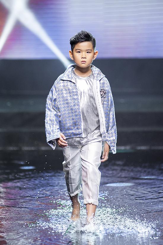 Góp mặt trong màn trình diễn là những gương mặt xuất săc của câu lạc bộ Pinkids do đạo diễn Nguyễn Hưng Phúc sáng lập và đào tạo.