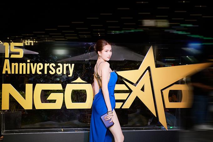 Tiệc sinh nhật mừng báo ngoisao.net tròn 15 tuổi thu hút hàng loạt mỹ nhân nổi tiếng của làng giải trí Việt. Ngọc Trinh một trong những khách mời quan trọng và gây sức hút bởi phong cách sexy.
