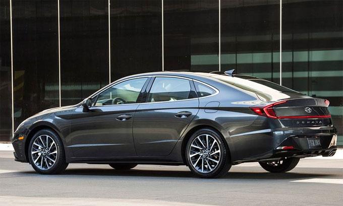 Sonata 2020 được Hyundai cung cấp 02 tuỳ chọn động cơ xăng thông minh Smartstream bao gồm: 4 xy-lanh thẳng hàng dung tích 1.6L tăng áp T-GDI cho công suất tối đa 180 mã lực tại 5.500 vòng/phút và mô-men xoắn cực đại 264Nm tại dải vòng tua 1.500 – 4.500 vòng/phút