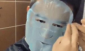 Nam thanh niên đắp mặt nạ giấy điệu nghệ 'ăn đứt' hội chị em