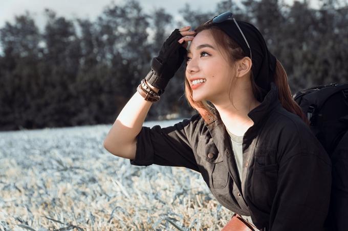 Katleen Phan Võ đóng vai nữ chính Vy - cô gái năng động nhưng nội tâm, là người đưa nhóm bạn về nhà trong một khu rừng, mở ra nhiều chuyện kỳ bí.